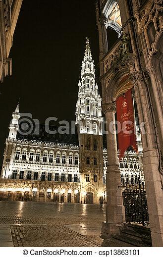 Vista de gran lugar y ayuntamiento en Bruselas - csp13863101