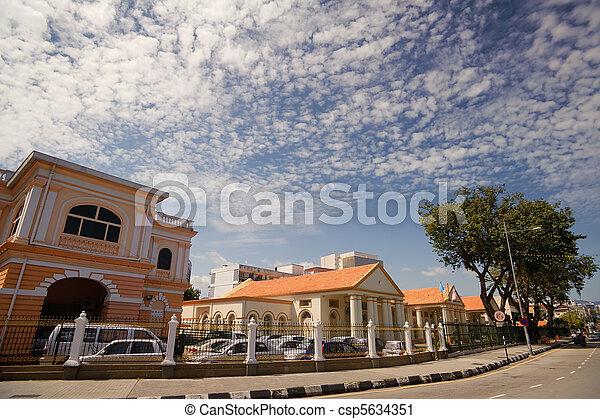 Calle de la ciudad moderna - csp5634351