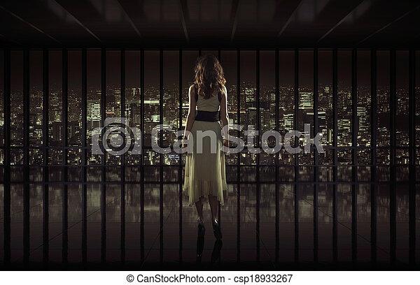 ciudad, mujer, mirar fijamente, bastante, noche - csp18933267