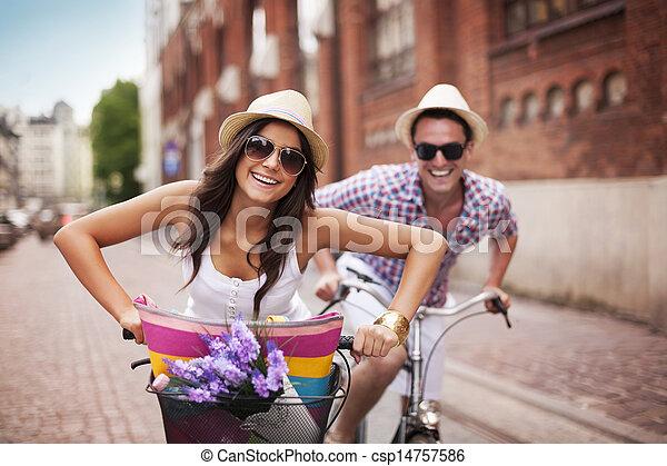 ciudad, pareja, ciclismo, feliz - csp14757586