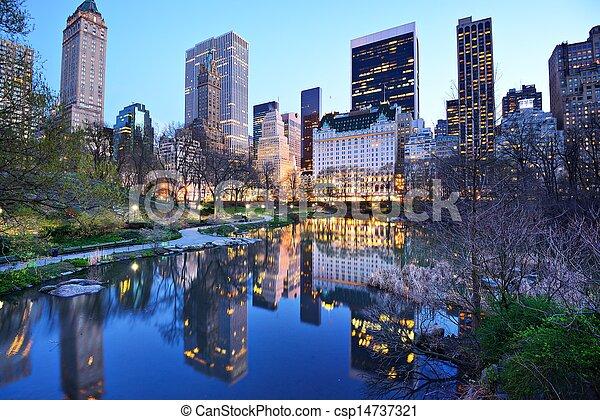 El lago del parque central de Nueva York - csp14737321