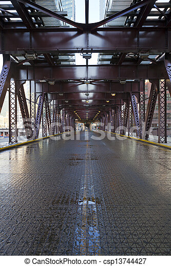 El puente de la ciudad - csp13744427