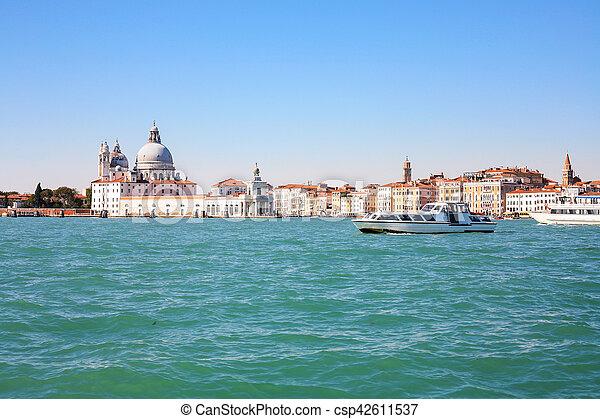 Vista de Venice City desde San Marco Basin - csp42611537