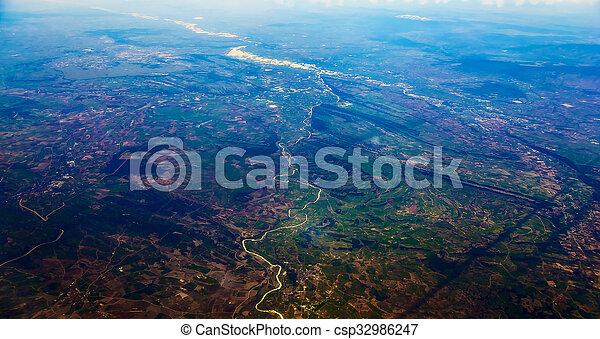 Vista aérea de la ciudad - csp32986247
