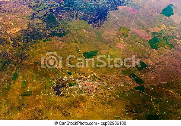 Vista aérea de la ciudad - csp32986180