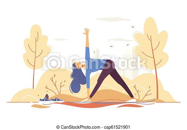 Una chica joven haciendo yoga en un parque en el fondo de la ciudad. - csp61521901