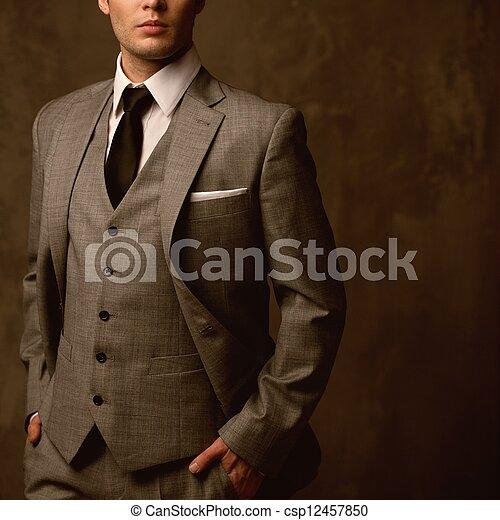 Hombre de traje clásico - csp12457850