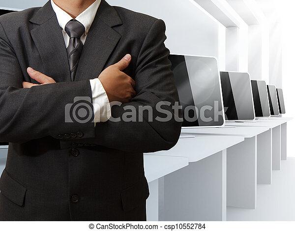 Profesor y sala de clases de computación - csp10552784