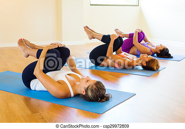 clase yoga lifestyle practicar relajante gente sano