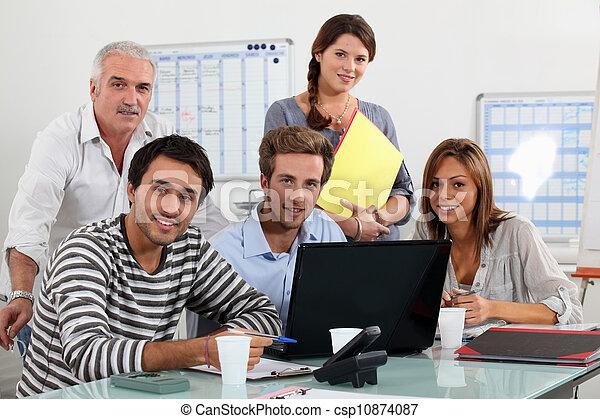 Class and teacher gathered around laptop - csp10874087