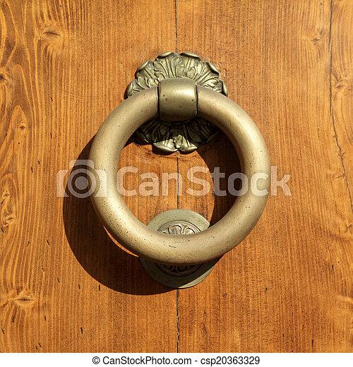 Classic Vintage Door Knocker On Textured Brown Wooden Door  Deta    Csp20363329