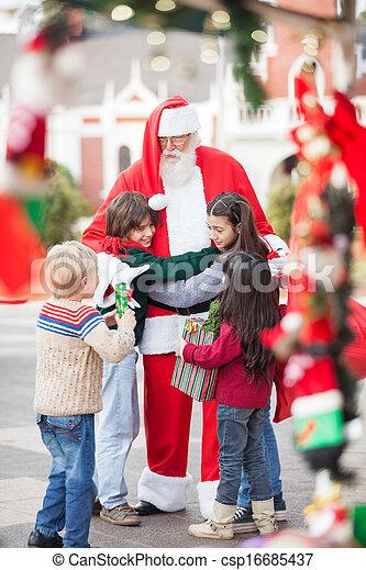 claus, dzieci, święty, obejmowanie - csp16685437