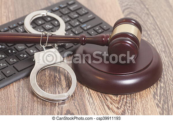 clavier, menottes, fond, gavel bois, informatique, juge - csp39911193