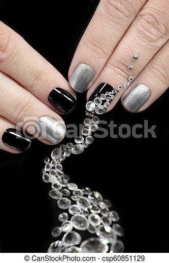Clavos Cortocircuito Negro Plata Manicura