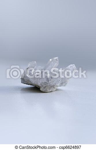 Clear quartz tumbled stones. - csp6624897