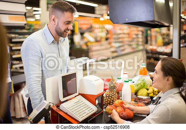 Cliente Sonriendo A Cajero En Supermercado Retrato De Joven Guapo Comprando Comida En El Supermercado Parado En El Mostrador Canstock The series is created and produced by guillermo del bosque for televisa. joven guapo comprando comida