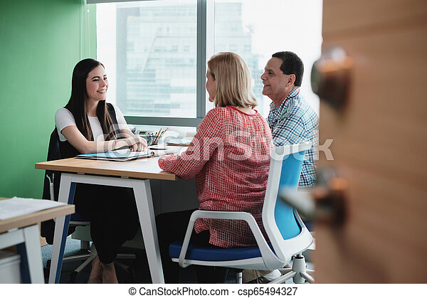 clients, femme, bureau, fonctionnement, conversation, conseiller, investissement - csp65494327