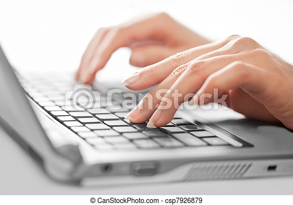 close-up, brandpunt, selectief, vrouwlijk, het typen, handen - csp7926879