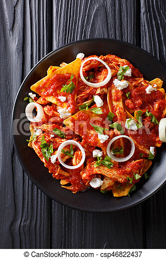 close-up, plaat., verticaal, voedingsmiddelen, bovenzijde, warme, chilaquiles, mexicaanse , chicken, aanzicht - csp46822437