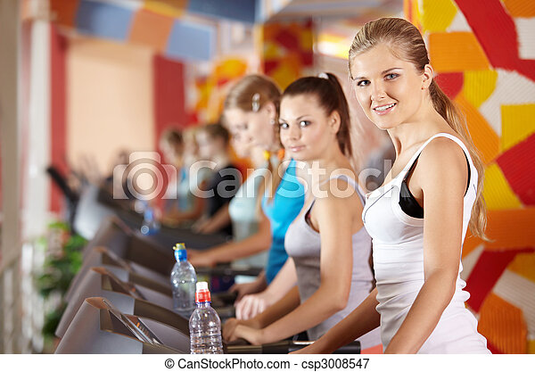 Bellezas en el club deportivo - csp3008547