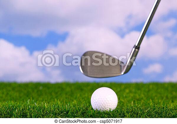 Foto de un palo de golf que batea - csp5071917