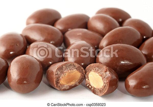 coberto, amêndoas, chocolate - csp0359323