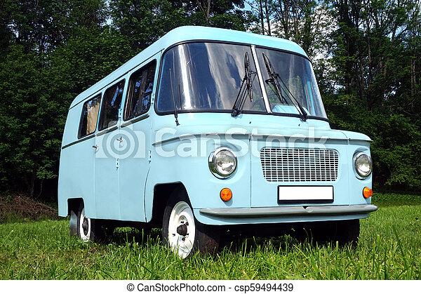 Viejo auto azul - csp59494439