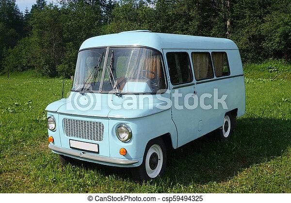 Viejo auto azul - csp59494325