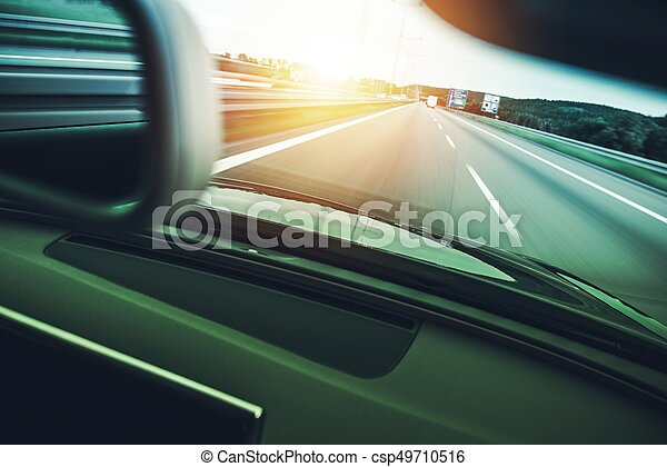 Autopista a toda velocidad - csp49710516