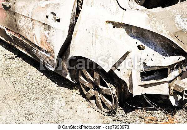 Coche quemado - csp7933973