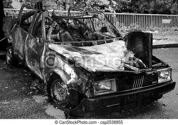 Coche quemado - csp2538855