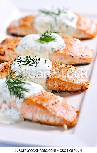 Salmón cocinado - csp1297874