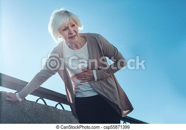 coeur, femme, attaque, dehors, personne agee, effrayé, avoir - csp55871399