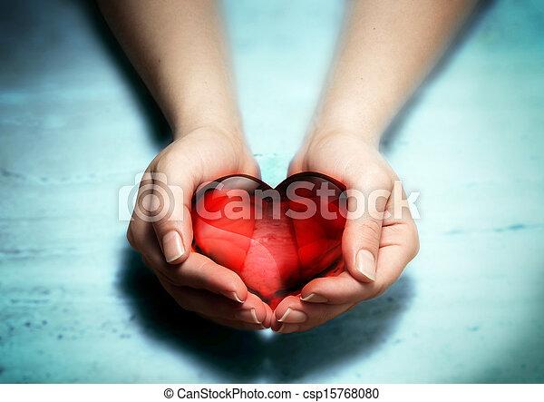 coeur, femme, rouges, verre, mains - csp15768080