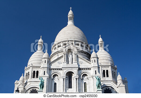 Sacre coeur - famosa catedral en París, Francia - csp2455030