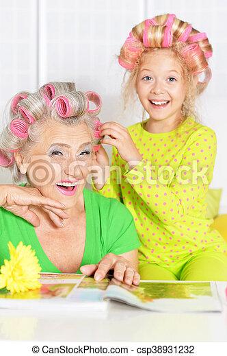 Maison Coiffure Personne Agee Femme Petite Fille