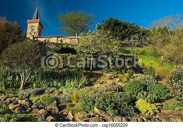 Torre de campana con jardín en una colina - csp16055229