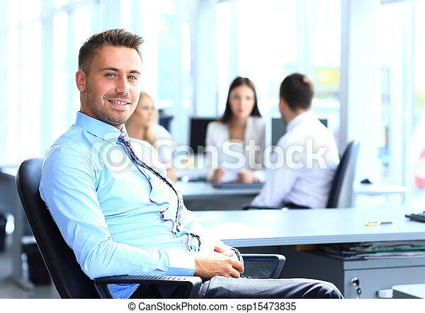 collègues, bureau, jeune, fond, portrait, homme affaires - csp15473835