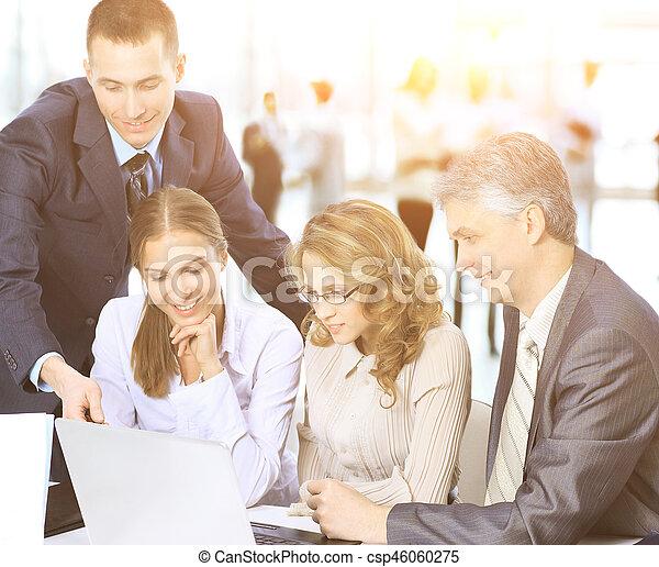 collègues, sien, business, travail, -, mais, directeur, fond, équipe, discute, réunion - csp46060275