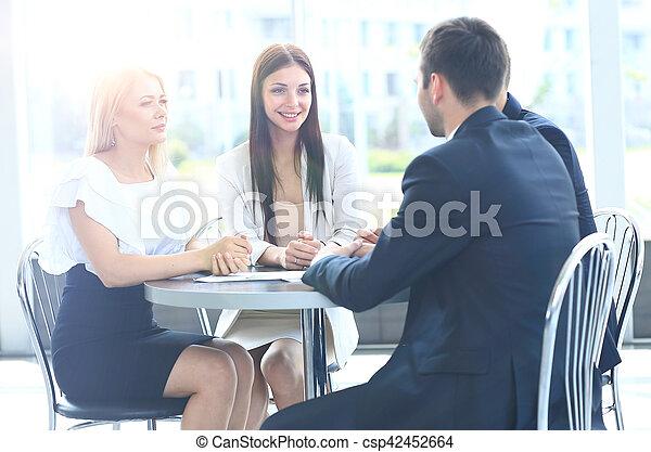 collègues, sien, réunion affaires, travail, -, directeur, discuter - csp42452664