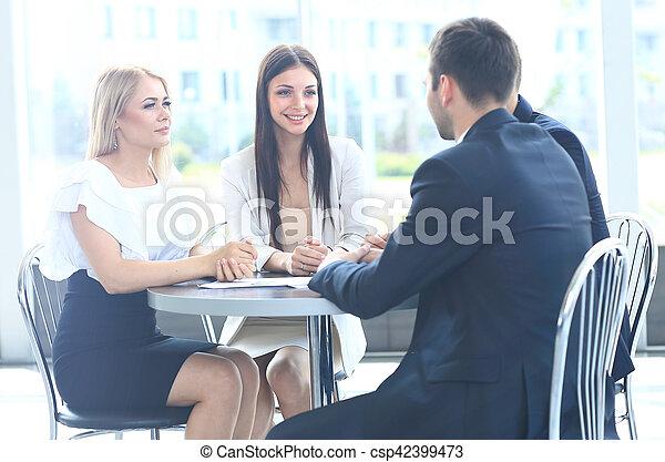 collègues, sien, réunion affaires, travail, -, directeur, discuter - csp42399473
