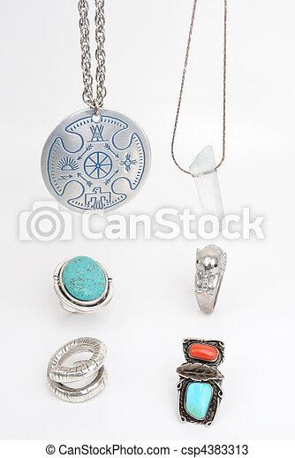 Collares y anillos - csp4383313