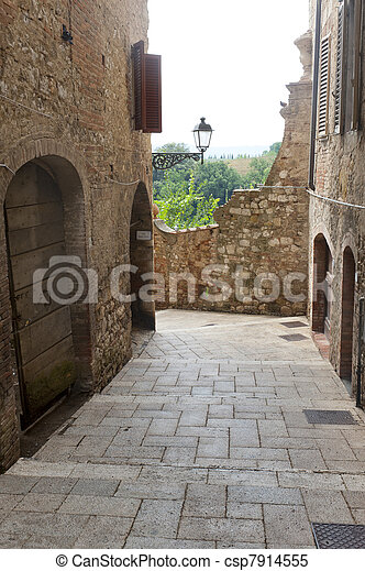 Colle di val delsa (siena, tuscany), typical old street stock ...