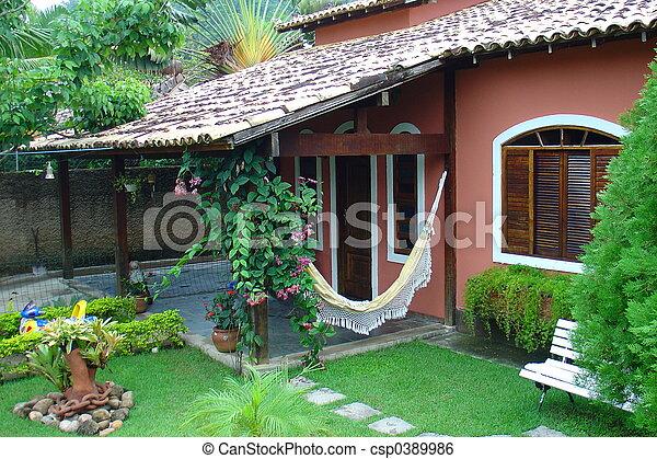 Casa roja colonial - csp0389986