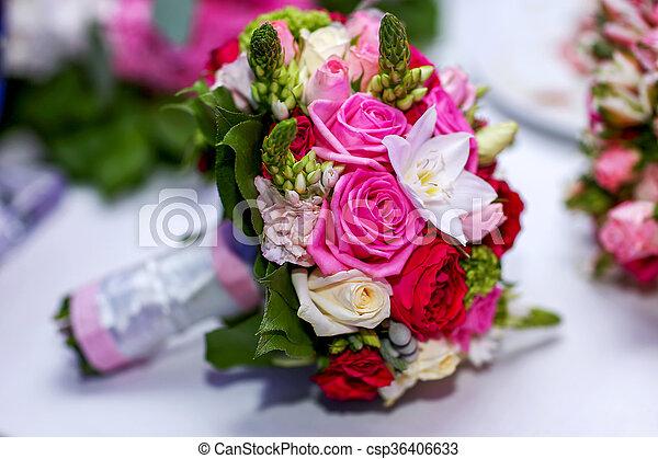 color roses bouquet mari e mariage table blanc color mari e bouquet roses mariage. Black Bedroom Furniture Sets. Home Design Ideas