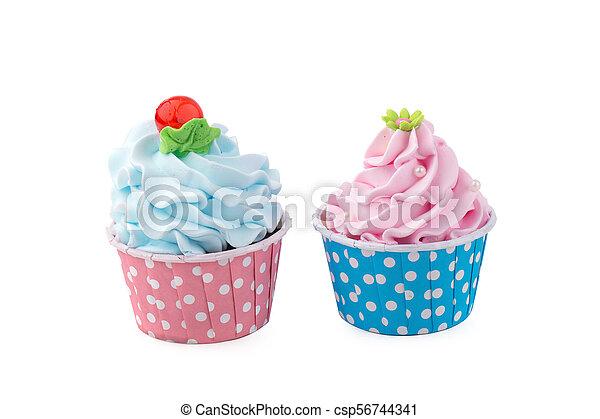 Un delicioso pastelillo de cumpleaños en color amarillo - csp56744341