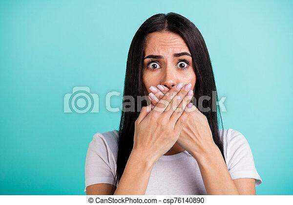 color, sentimiento, culpable, plano de fondo, cubierta, secreto, emociones, loco, manos, aislado, sobre, información, cerceta, mujer, narración, boca, enojado, encima de cierre, vibrante, ella, negativo, retrato - csp76140890