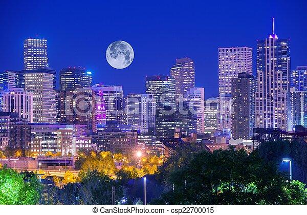 Denver Colorado por la noche - csp22700015