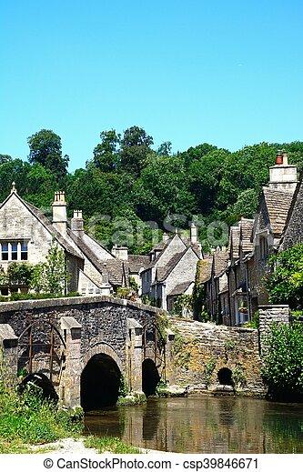 Bonita aldea, castillo combinado. - csp39846671
