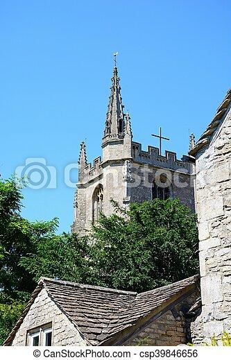 Torre de la iglesia, castillo combinado. - csp39846656